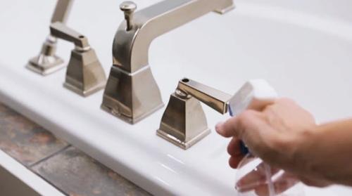 Mẹo và hướng dẫn vệ sinh bồn tắm đơn giản mà hiệu quả